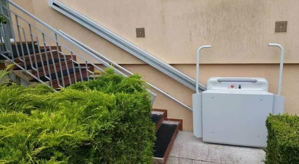 installation monte escalier personne agée
