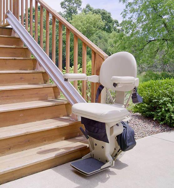 monte escalier personne agée